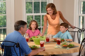 Family_eating_lunch_(1)